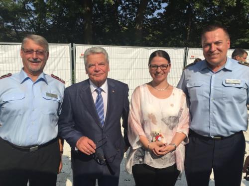 Bundespräsident Gauck mit Lachen-Helfen-Delegation